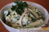 Фото к рецепту: Салат из кальмаров, с огурцами и яблоками
