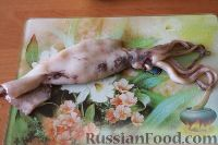 Фото приготовления рецепта: Салат из кальмаров, с огурцами и яблоками - шаг №2