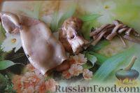 Фото приготовления рецепта: Салат из кальмаров, с огурцами и яблоками - шаг №3