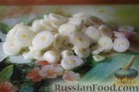 Фото приготовления рецепта: Салат из кальмаров, с огурцами и яблоками - шаг №8