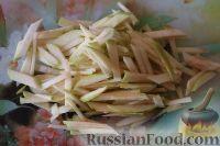 Фото приготовления рецепта: Салат из кальмаров, с огурцами и яблоками - шаг №11