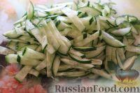 Фото приготовления рецепта: Салат из кальмаров, с огурцами и яблоками - шаг №12