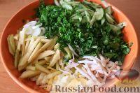 Фото приготовления рецепта: Салат из кальмаров, с огурцами и яблоками - шаг №15