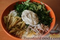Фото приготовления рецепта: Салат из кальмаров, с огурцами и яблоками - шаг №16
