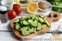 Фото приготовления рецепта: Салат с тунцом и помидорами - шаг №2