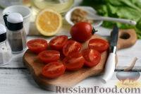 Фото приготовления рецепта: Салат с тунцом и помидорами - шаг №3