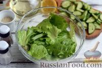 Фото приготовления рецепта: Салат с тунцом и помидорами - шаг №4
