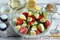 Фото приготовления рецепта: Салат с тунцом и помидорами - шаг №6