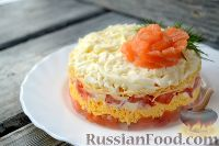Фото к рецепту: Слоеный салат из семги с сыром