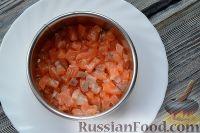 Фото приготовления рецепта: Слоеный салат из семги с сыром - шаг №2