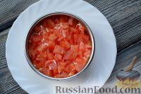 Фото приготовления рецепта: Слоеный салат из семги с сыром - шаг №4