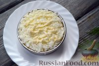 Фото приготовления рецепта: Слоеный салат из семги с сыром - шаг №6