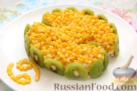 Фото к рецепту: Салат из крабовых палочек с киви