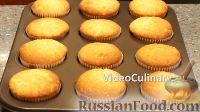 Фото приготовления рецепта: Домашние капкейки на молоке - шаг №9