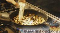 Фото приготовления рецепта: Омлет с шампиньонами - шаг №5