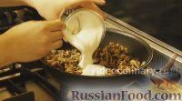 Фото приготовления рецепта: Омлет с шампиньонами - шаг №6