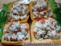 Фото к рецепту: Творожные тарталетки с куриным салатом