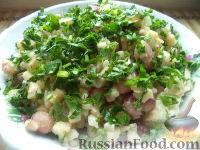 Фото приготовления рецепта: Салат из фасоли с соленым огурцом - шаг №13