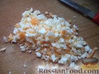 Фото приготовления рецепта: Салат из фасоли с соленым огурцом - шаг №6