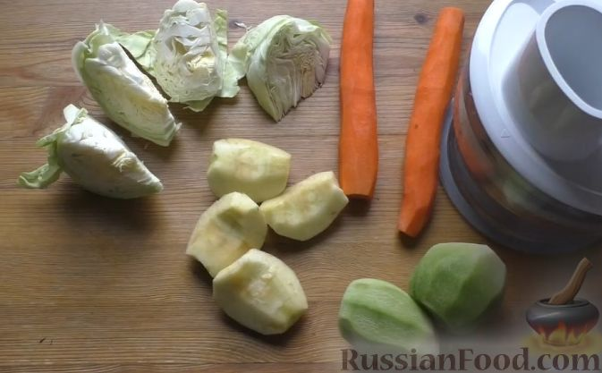 Фото приготовления рецепта: Слоеный салат из овощей - шаг №2