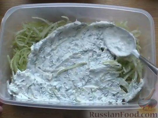 Фото приготовления рецепта: Слоеный салат из овощей - шаг №4