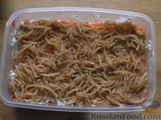 Фото приготовления рецепта: Слоеный салат из овощей - шаг №6