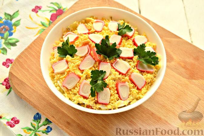 Фото приготовления рецепта: Слоеный салат с крабовыми палочками - шаг №11
