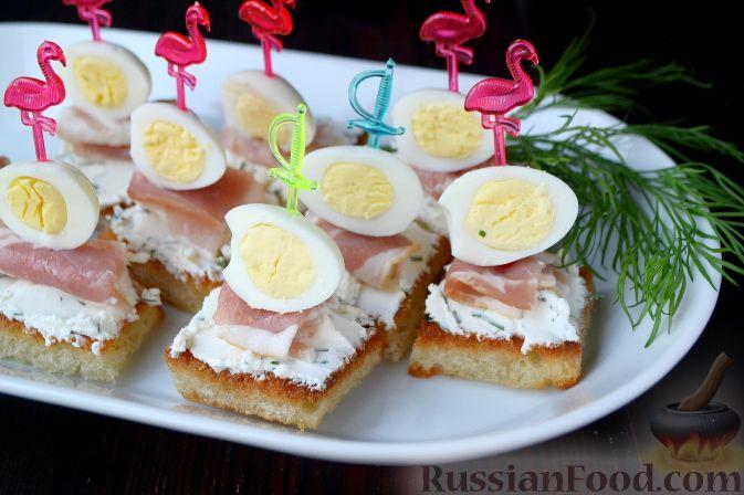 Бекон хлеб яйцо сыр масло зелень рецепт