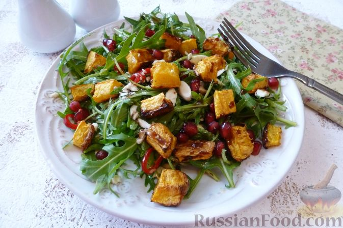 Фото к рецепту: Салат из тыквы и рукколы, с орехами и гранатом