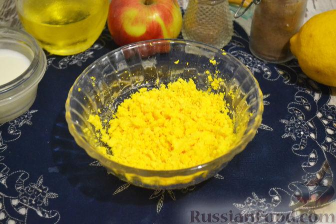Фото приготовления рецепта: Салат из капусты с колбасой и зелёным горошком - шаг №9