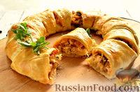 Фото к рецепту: Пирог с курицей, грибами и сыром