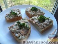 Фото к рецепту: Бутерброды с рыбными консервами