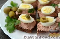 Фото к рецепту: Тартинки с перепелиными яйцами и паштетом