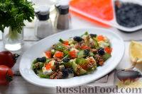 Фото к рецепту: Салат с тунцом и икрой из морских водорослей
