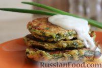 Фото к рецепту: Оладьи с крапивой и петрушкой