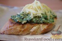 Фото к рецепту: Гренки с пастой из крапивы