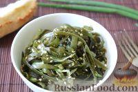 Фото к рецепту: Салат из морской капусты с кунжутом