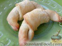 Фото к рецепту: Рогалики из слоено-дрожжевого теста