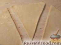 Фото приготовления рецепта: Рогалики из слоено-дрожжевого теста - шаг №9