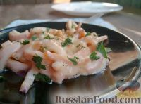 Фото к рецепту: Кальмары со сметаной и зеленью
