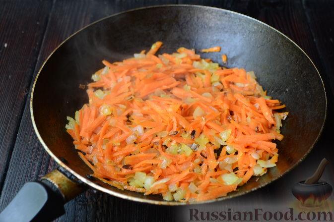 Фото приготовления рецепта: Салат со шпротами и картошкой - шаг №2