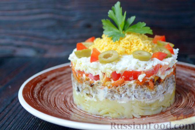 Фото приготовления рецепта: Салат со шпротами и картошкой - шаг №11