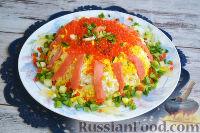 Фото к рецепту: Слоеный салат с семгой и яблоками