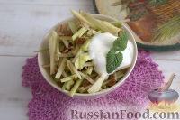 Фото к рецепту: Салат с ревенем и яблоком