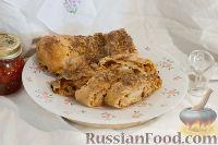 Фото к рецепту: Штрудель с капустой и копченой грудинкой