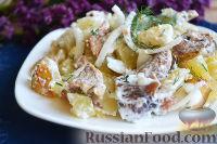 Фото к рецепту: Теплый картофельный салат с солеными грибами