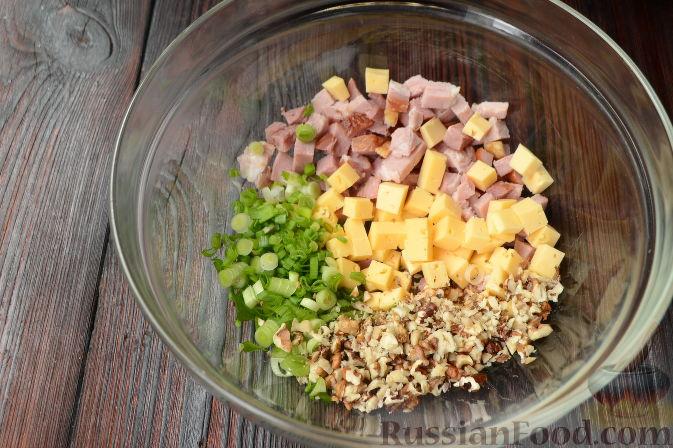 Фото приготовления рецепта: Слоёный салат с говядиной, картофелем, морковью и кукурузой - шаг №8