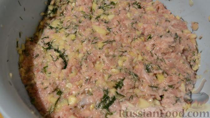 Фото приготовления рецепта: Торт из хлеба, со сметанным кремом и ананасами (без выпечки) - шаг №5