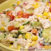 """Фото к рецепту: Салат """"Калейдоскоп"""" с курицей и овощами"""