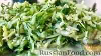 """Фото к рецепту: Салат """"Весенний"""" из молодой капусты и огурцов"""